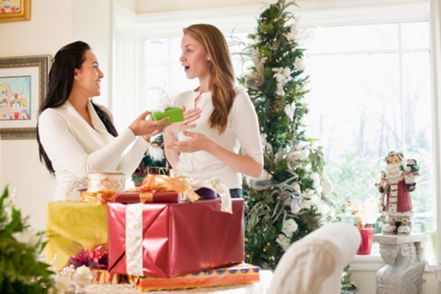 Holiday Gift Ideas Perfect for the Hostess